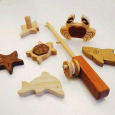 画像2: NEW 木のおもちゃ 魚釣り 魚つり遊びセット 海の仲間たち つりざお 磁石つき海の生き物 6個入り (2)