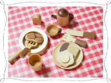 画像2: 木のおもちゃ ままごとギフト プチシェフ フライパンクッキングセット ティーポット フライパン 食材入り おままごと ままごとセット (2)