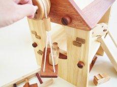 画像6: アウトレット25%OFF 木のおもちゃ 知育玩具 1歳 2歳 3歳 ドールハウス 動物人形と風車小屋セット 名前入 組立式 おうちごっこ おもちゃ ドール 滑り台 ブランコ はしご 馬車 木製ドライバー (6)