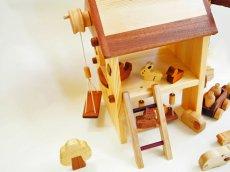 画像9: アウトレット25%OFF 木のおもちゃ 知育玩具 1歳 2歳 3歳 ドールハウス 動物人形と風車小屋セット 名前入 組立式 おうちごっこ おもちゃ ドール 滑り台 ブランコ はしご 馬車 木製ドライバー (9)