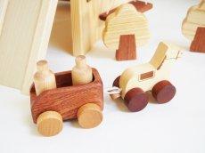 画像12: アウトレット25%OFF 木のおもちゃ 知育玩具 1歳 2歳 3歳 ドールハウス 動物人形と風車小屋セット 名前入 組立式 おうちごっこ おもちゃ ドール 滑り台 ブランコ はしご 馬車 木製ドライバー (12)